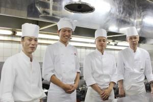 中華厨房のスタッフの皆さんと・・・すでに皆さんとなじんでいました