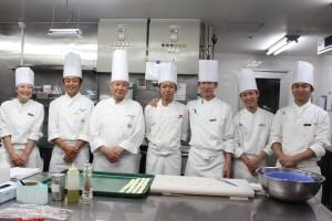 最後に総料理長まで佐藤君を囲んで記念撮影をお願いしました。