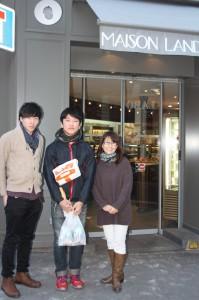 メゾン・ランドゥメンヌクリシー本店前にて、今回就職でお世話になったオーナー夫人の石川さんと・・・
