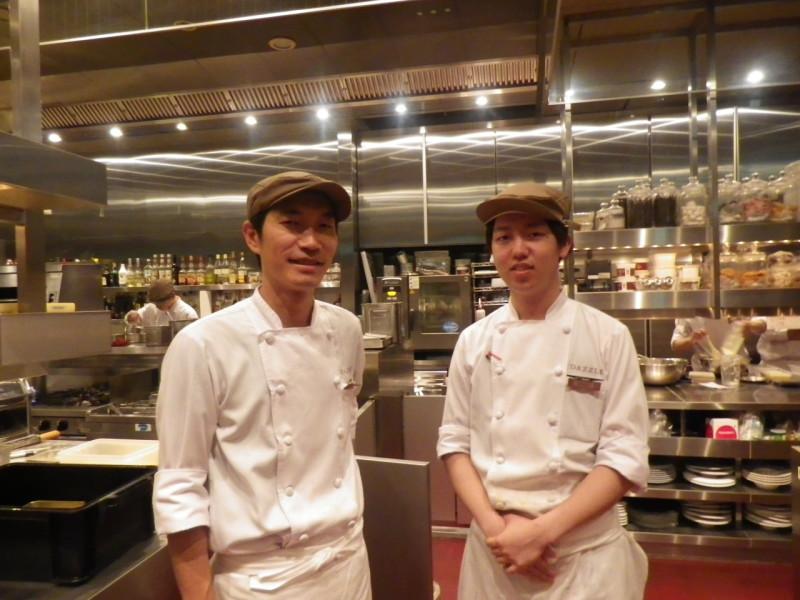 シェフ学科2年 イタリアフランス料理コース 小山 真旺君(上越高校出身)は、東京銀座のDAZZLE   株式会社HUGE  厨房にてインターンシップ!