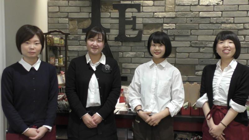 カレルチャペック紅茶店吉祥寺本店で研修中のカフェ学科2年本間結衣さん