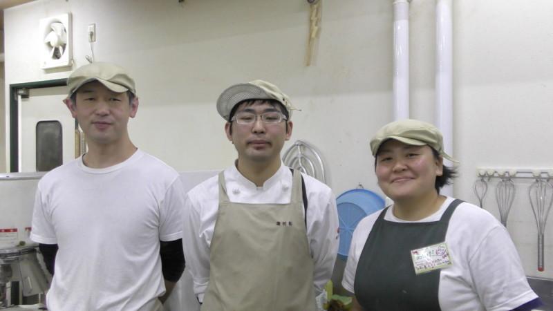福島県会津若松市にあるパン工房またどーるでインターンシップするパティシエ学科1年 蓮沼 拓君