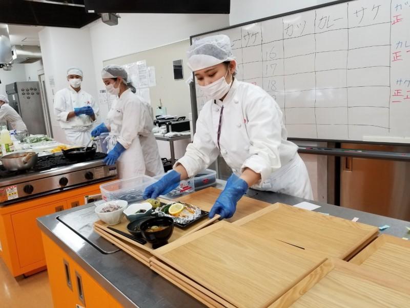 栄養士学科学生レストラン運営(2020.11.6)_201106_14